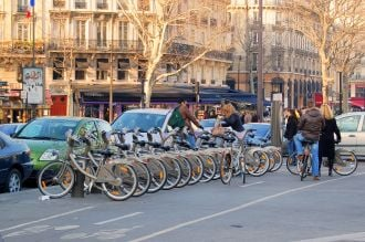 Feature image for the article 'Paris builds highways for safer city biking' by Lauren Bobrige
